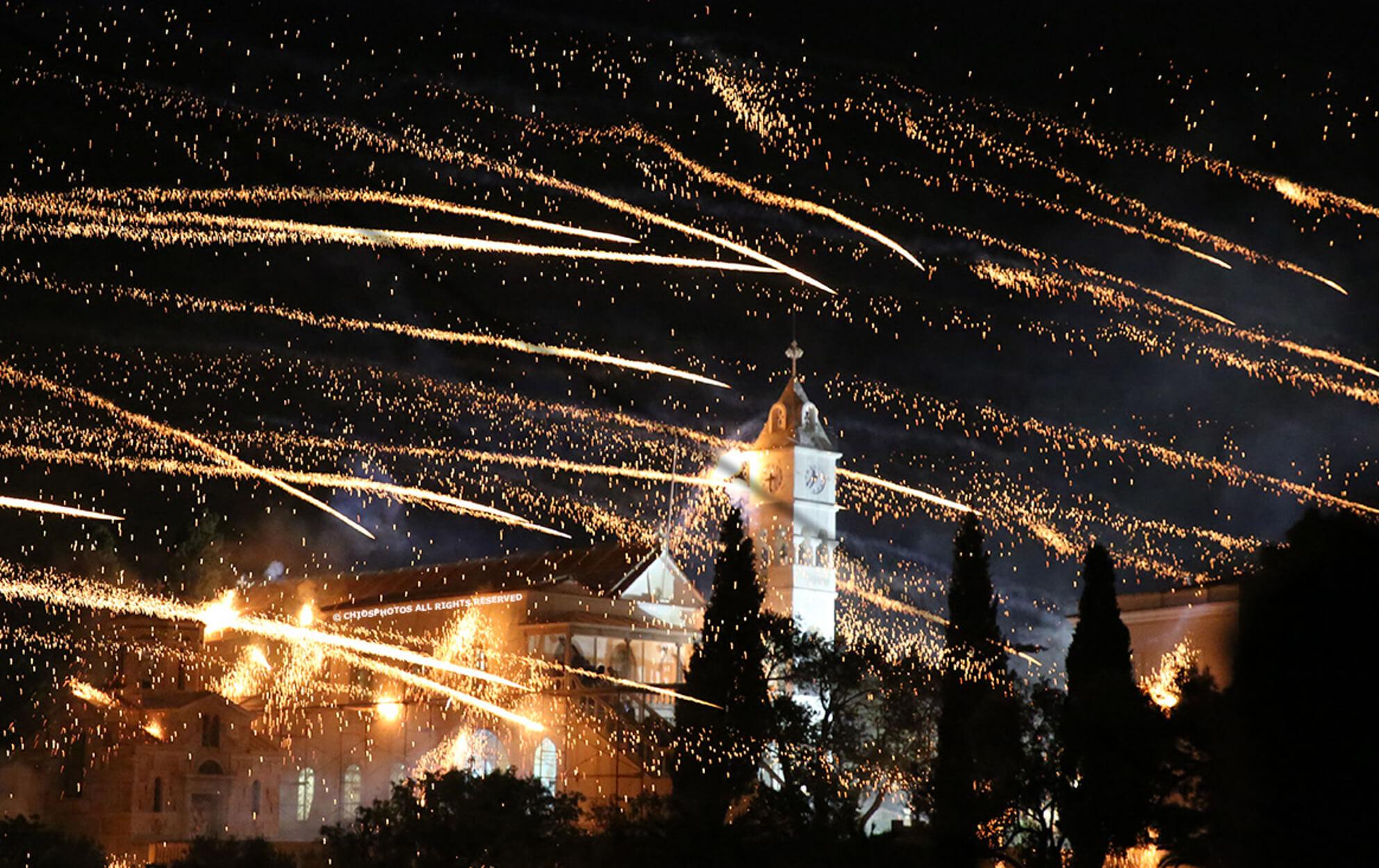 """Χίος: """"Λαμπάδιασε"""" ξανά τον ουρανό ο ρουκετοπόλεμος στο Βροντάδο – video"""