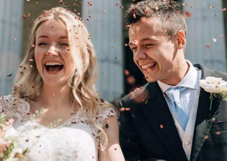 Σαντορίνη: Σκοτώθηκαν μαζί δυο χρόνια μετά τον γάμο τους – Σπαραγμός για το ζευγάρι δασκάλων [pics]
