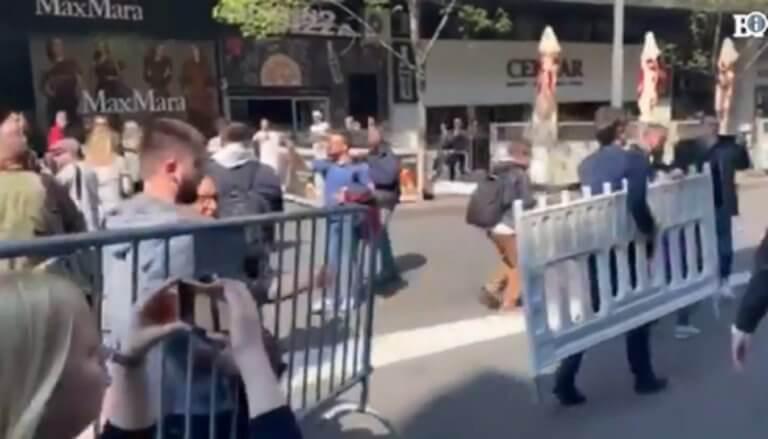 Ένταση και επεισόδια έξω από το δημαρχείο στο Βελιγράδι – video