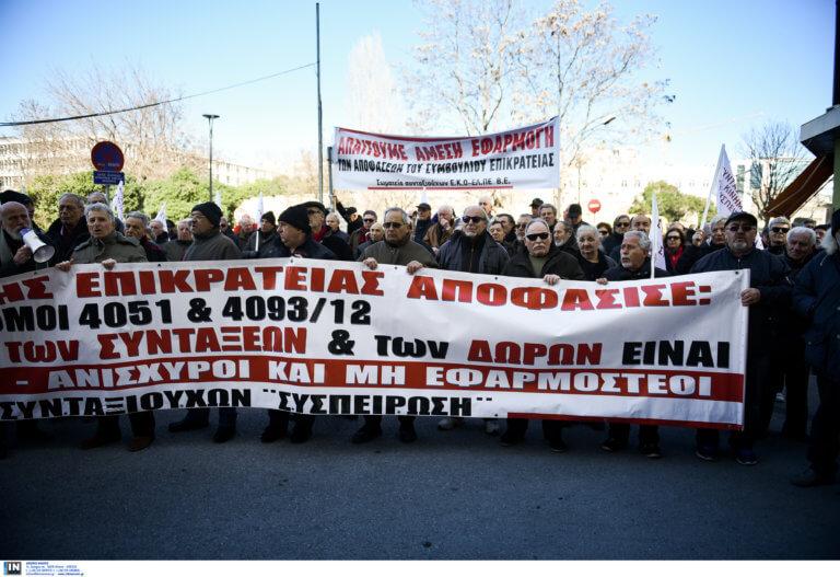 """Θεσσαλονίκη: Συνταξιούχοι στους δρόμους για τα αναδρομικά τους – """"Τα έχουμε δουλέψει"""" – video"""