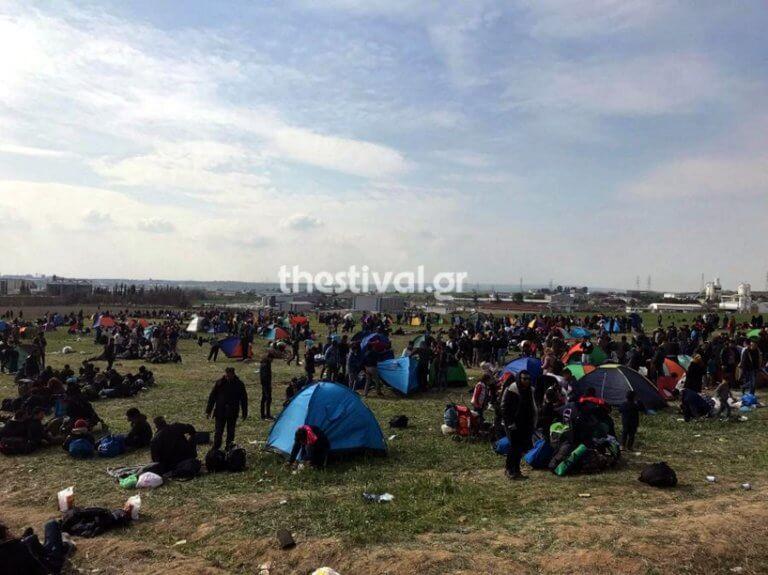 Δε φεύγουν! Ξαναστήθηκαν οι σκηνές των προσφύγων στα Διαβατά – video