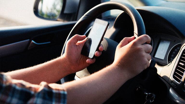 Συσκευή που αναγνωρίζει αν οι οδηγοί χρησιμοποιούν smartphone