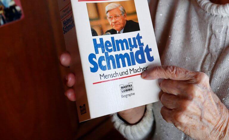 Έδωσαν 3.000 ευρώ για ένα… ξωτικό του Χέλμουτ Σμιτ!