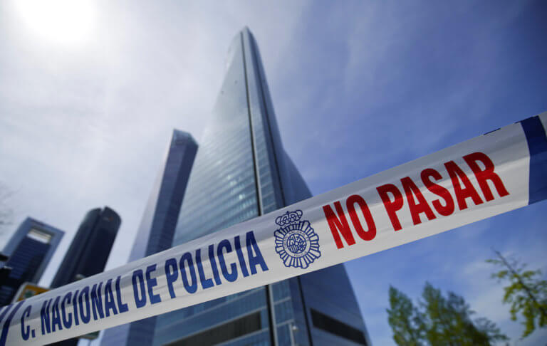 Εκκενώνεται ουρανοξύστης στη Μαδρίτη – Απειλή για βόμβα