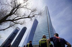 Φάρσα το τηλεφώνημα για βόμβα σε έναν από τους πιο ψηλούς ουρανοξύστες της Μαδρίτης