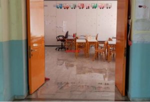 Πάτρα: Κλειστό σχολείο λόγω βροχής – Πλημμύρισαν όλες οι τάξεις του δημοτικού [pics]