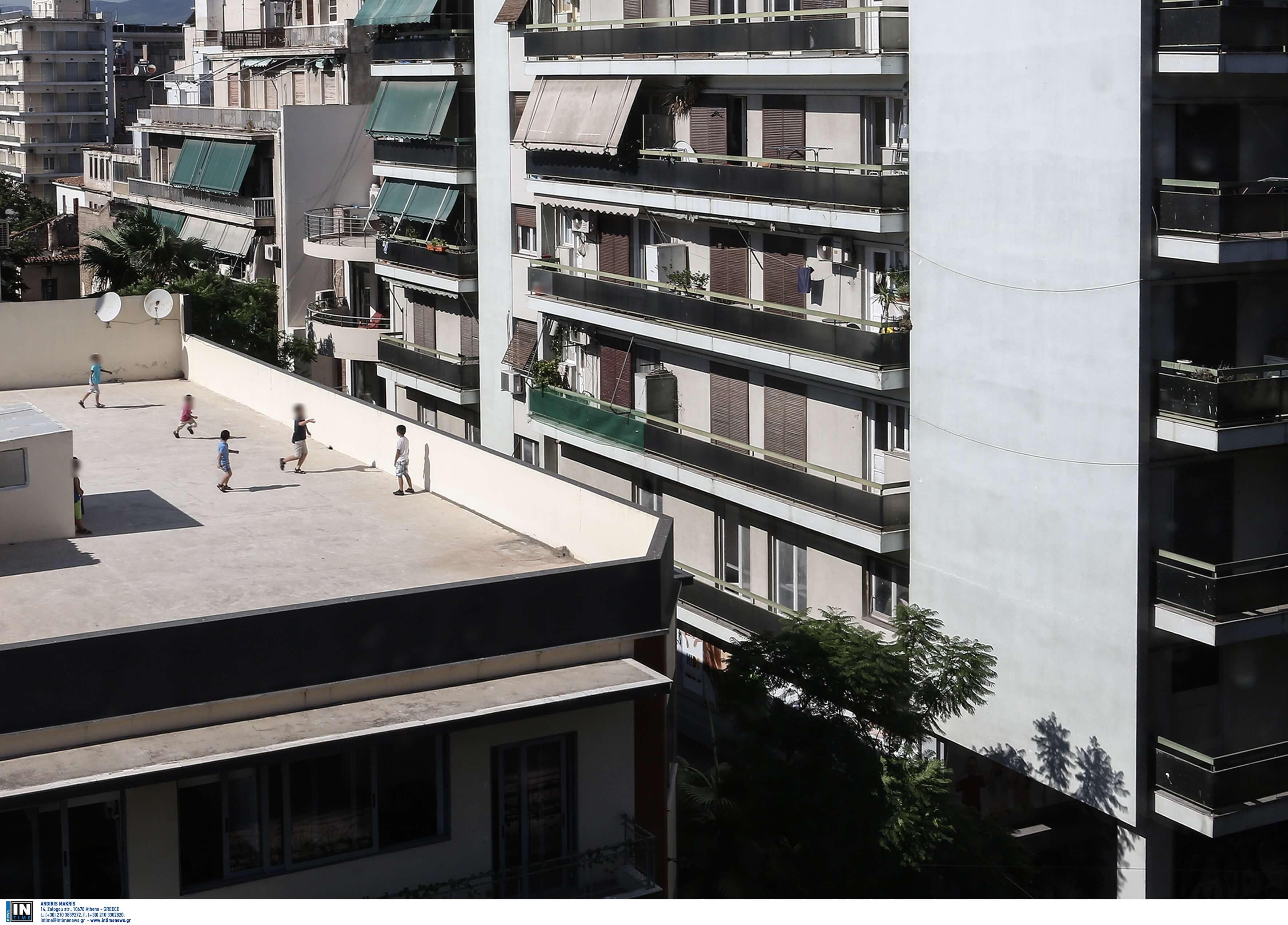 Τρίκαλα: Παιχνίδι θανάτου για ανήλικο παιδί – Έπεσε από την ταράτσα πολυκατοικίας και σκοτώθηκε!