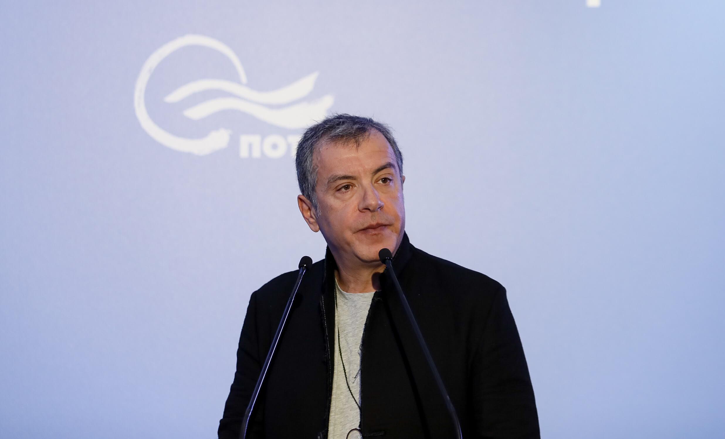"""Θεοδωράκης: """"Ναι"""" στις 120 δόσεις """"όχι"""" σε ψήφο εμπιστοσύνης στην κυβέρνηση"""