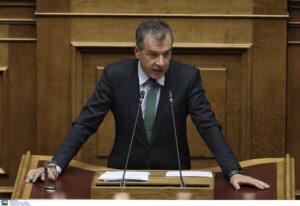 Θεοδωράκης: Την Δημοκρατία δεν απειλούν πια τα άρματα αλλά ο εθνολαϊκισμός