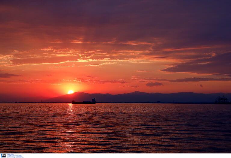 Θεσσαλονίκη: Ερασιτέχνης ψαράς βρέθηκε νεκρός στη θάλασσα του Θερμαϊκού – Μυστήριο για τις συνθήκες θανάτου!
