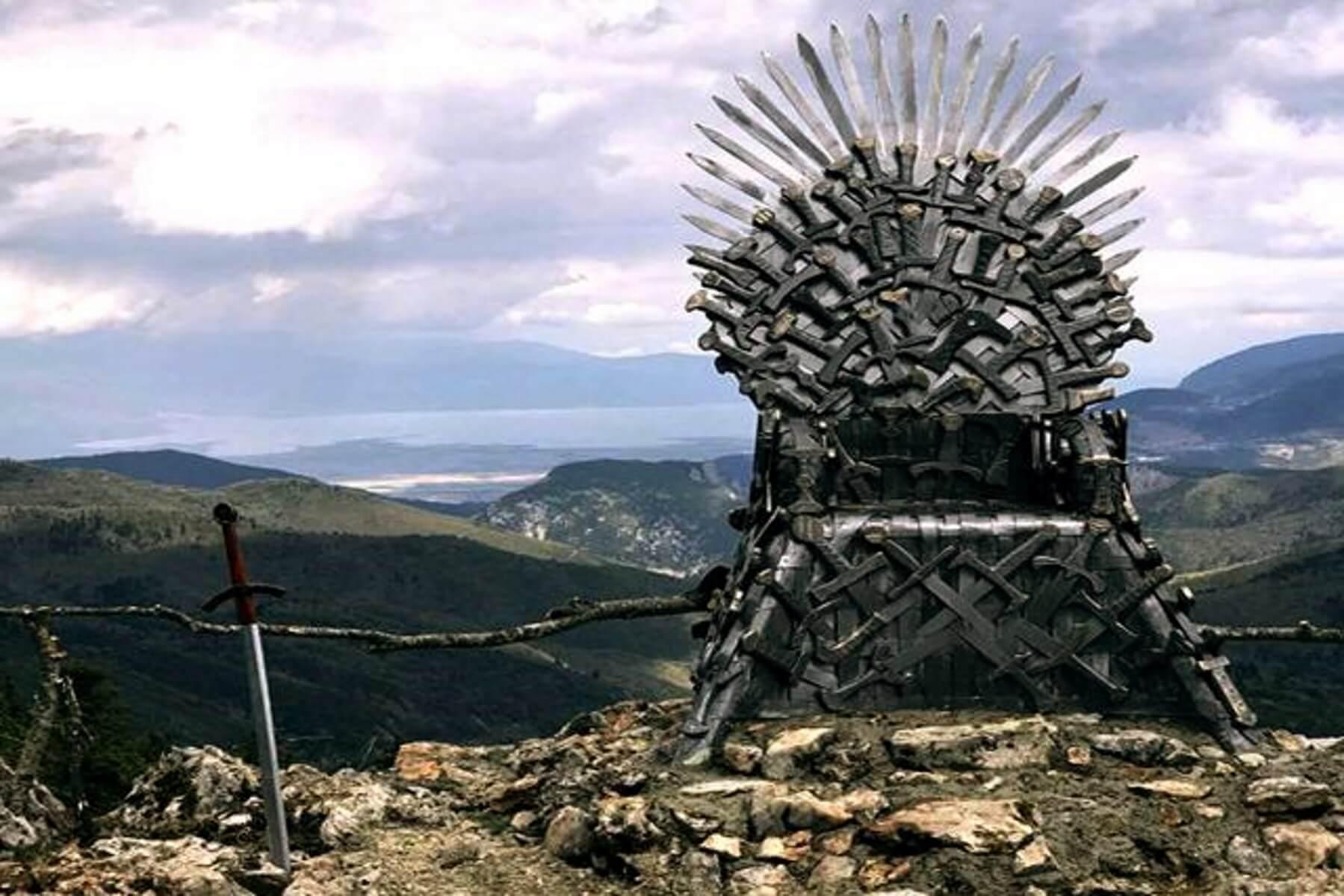 Game of Thrones: Ο σιδερένιος θρόνος τοποθετήθηκε… στην Παύλιανη! [pics]