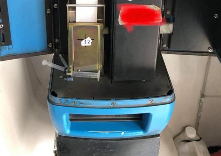Θεσσαλονίκη: Αυτός είναι ο απίθανος λόγος που μπλόκαρε εκδοτικό μηχάνημα εισιτηρίων σε λεωφορείο [pics]