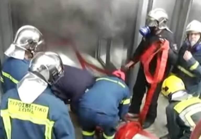 Θεσσαλονίκη: Μεγάλη φωτιά στο ΑΠΘ – Απεγκλωβίστηκε κοπέλα από ασανσέρ – video
