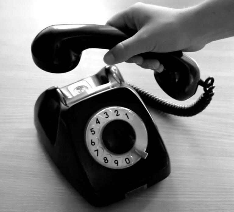 Κλείστε αμέσως το τηλέφωνο και θα σωθείτε!