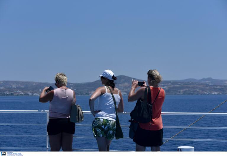 «Βουλιάξαμε» από τουρίστες και… δισ. ευρώ το 2018!