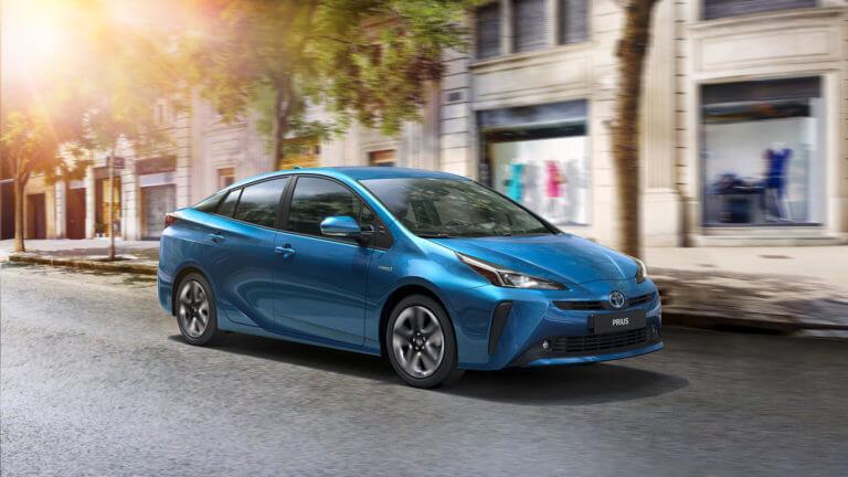 Έτοιμη να μοιραστεί τα «μυστικά» της για την ηλεκτροκίνηση η Toyota