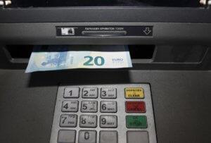 Προσοχή: Τι αλλάζει στο ωράριο λειτουργίας τραπεζών από την Πέμπτη 2 Μαϊου