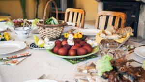 Πασχαλινό τραπέζι: Αυξημένο το κόστος – Είδη…. «πολυτελείας» οι ντομάτες κι οι πατάτες!