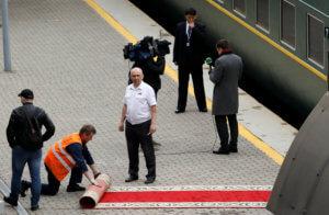 Κιμ Γιονγκ Ουν – Πούτιν: Άφιξη παρωδία! Έκανε όπισθεν το τρένο! [pics, video]