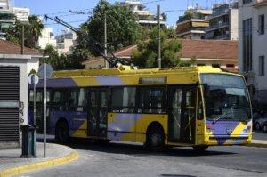 """""""Έμφραγμα"""" στο κέντρο – Χωρίς τρόλεϊ η Αθήνα, πορεία οι εργαζόμενοι στα ΕΛΠΕ"""
