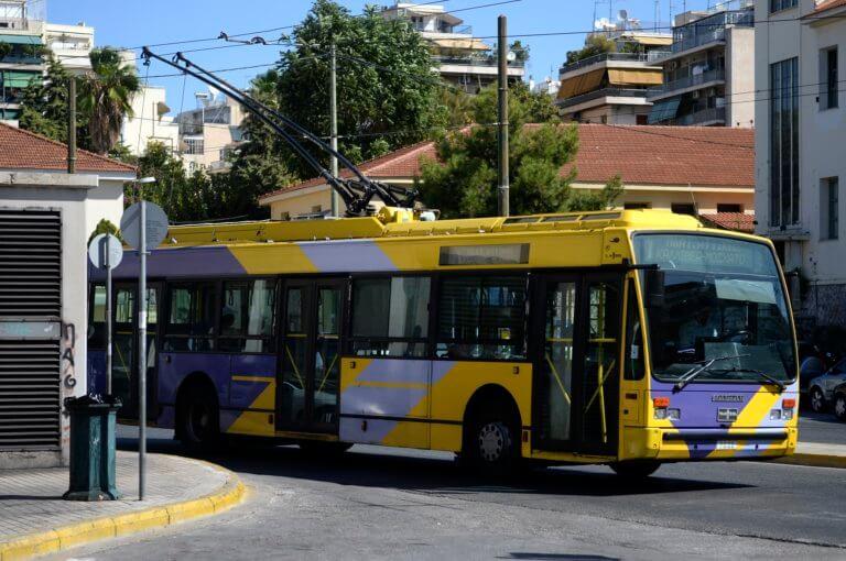 «Έμφραγμα» στο κέντρο – Χωρίς τρόλεϊ η Αθήνα, πορεία οι εργαζόμενοι στα ΕΛΠΕ