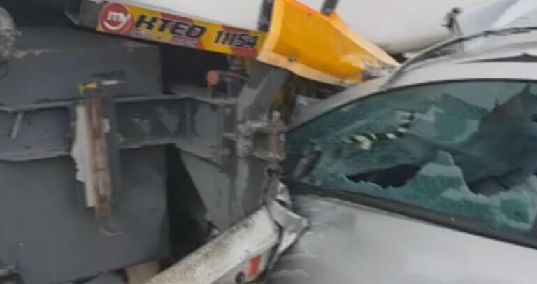 Τροχαίο Αθηνών – Λαμίας: Αυτοψία στο σημείο που αυτοκίνητο καρφώθηκε σε βυτιοφόρο – «Νόμιζα πως έσκασε λάστιχο» – video