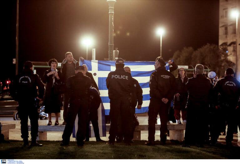 Θεσσαλονίκη: Ο Τσακαλώτος απάντησε με δυο φωτογραφίες για τις αποδοκιμασίες – Νέες εικόνες με οργισμένους διαδηλωτές – video