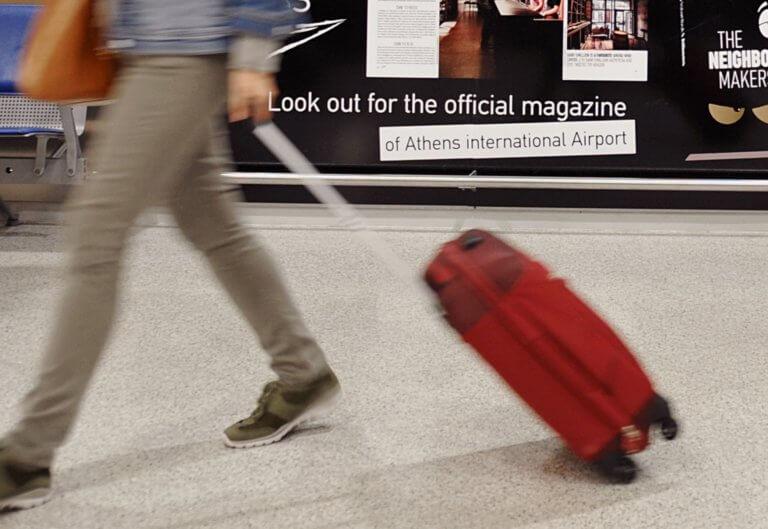 Σαντορίνη: Άνοιξαν τις βαλίτσες της 20χρονης στο αεροδρόμιο και είδαν μέσα αυτές τις εικόνες [pics]