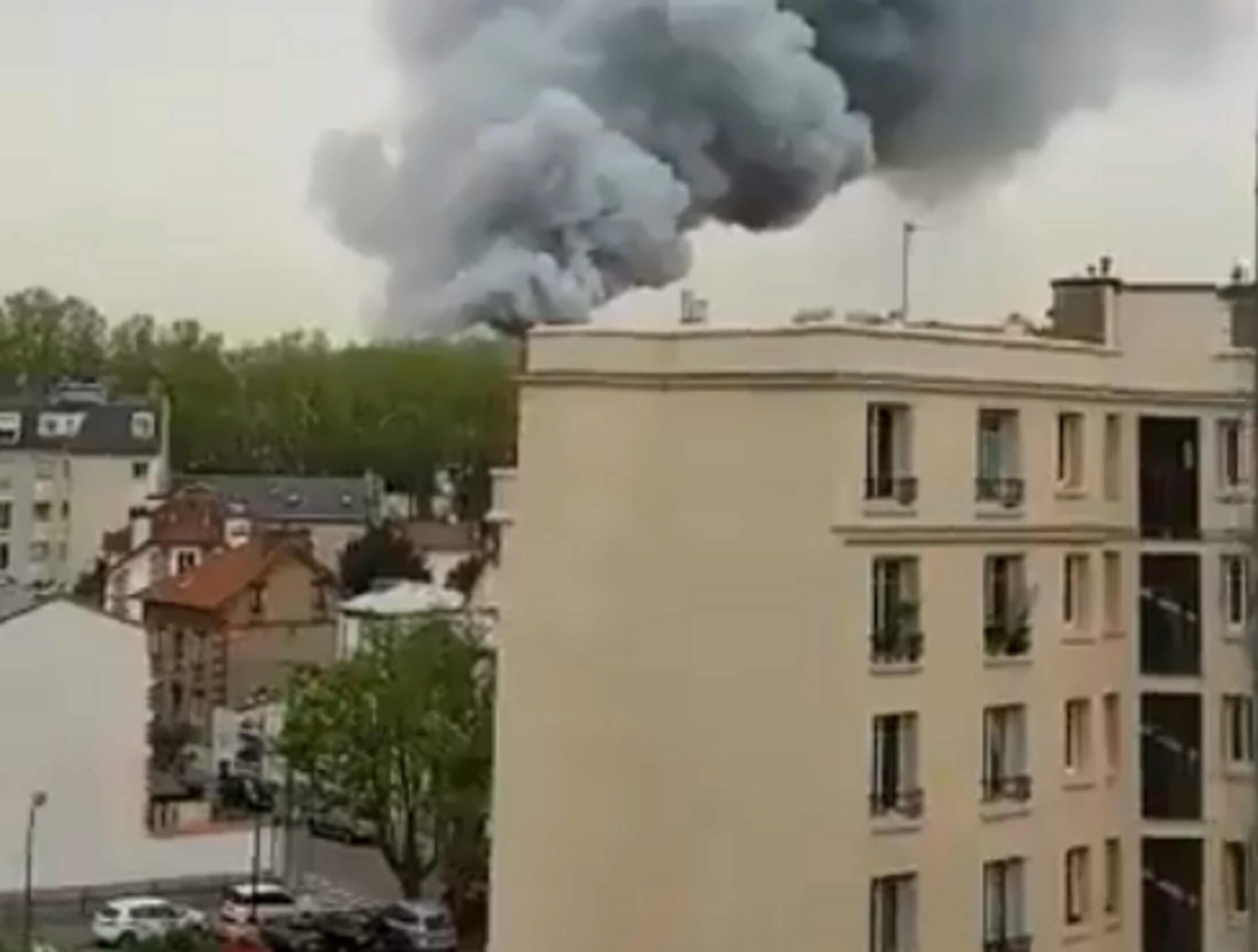 Φωτιά τώρα στις Βερσαλίες – Συναγερμός στις πυροσβεστικές δυνάμεις!