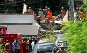 Βραζιλία: Δύο νεκροί από την κατάρρευση δύο κτιρίων σε φαβέλα