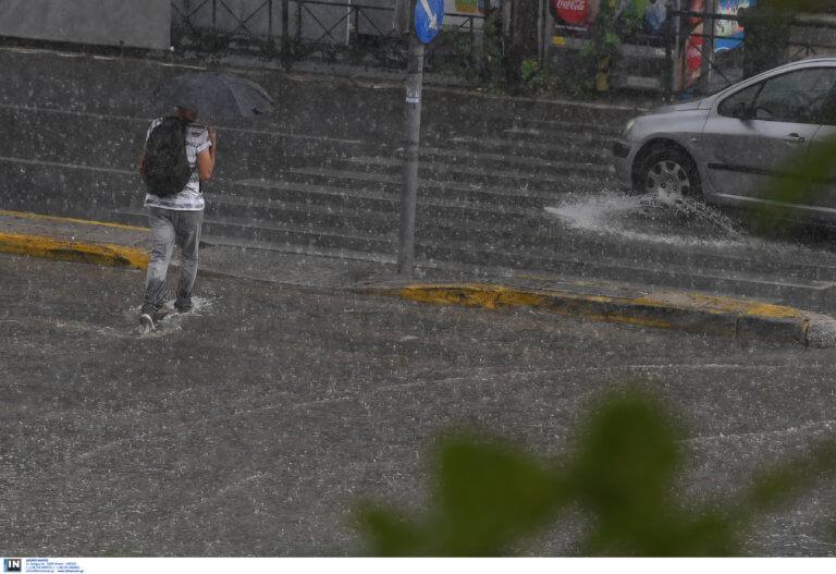 """Καιρός: Ρίχνει """"καρεκλοπόδαρα"""" στην Αττική! Καταιγίδες και πτώση θερμοκρασίας σε όλη την χώρα"""