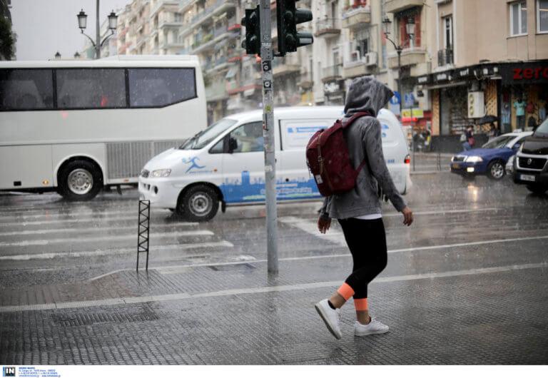 Καιρός σήμερα: Αφήστε τα μαγιό και πιάστε… τις ομπρέλες – Που θα χτυπήσει η κακοκαιρία
