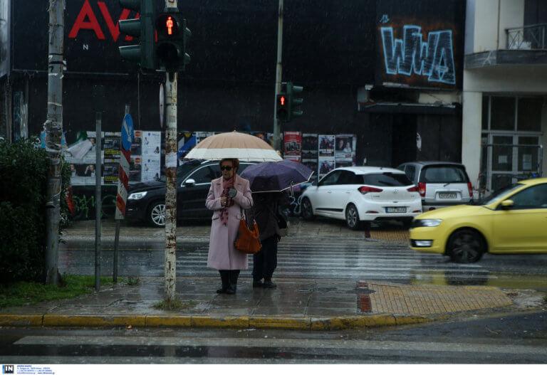Καιρός: Ίδιο το σκηνικό με βροχές και καταιγίδες