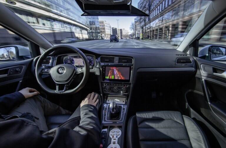 Η Volkswagen ξεκίνησε δοκιμές αυτόνομης οδήγησης επιπέδου 4 [vid]