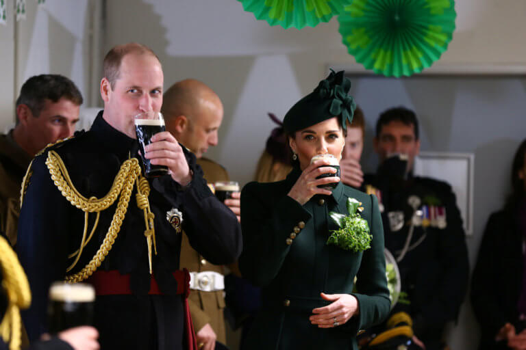 Σάλος στο Παλάτι από τις φήμες πως ο Γουίλιαμ απάτησε την Κέιτ Μίντλετον