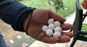 Χαλάζι σε μέγεθος κερασιού προκάλεσε καταστροφές στη Λάρισα