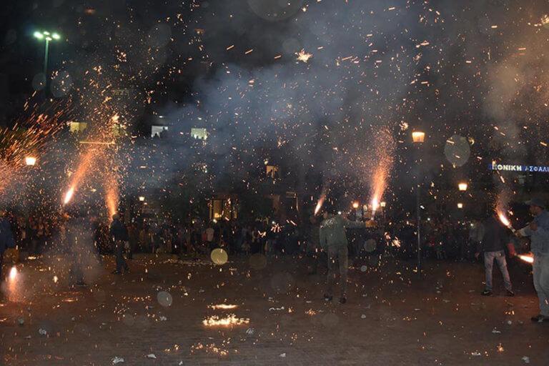 Αγρίνιο: Άναψαν ξανά τα «χαλκούνια»! Εικόνες που κόβουν την ανάσα – video