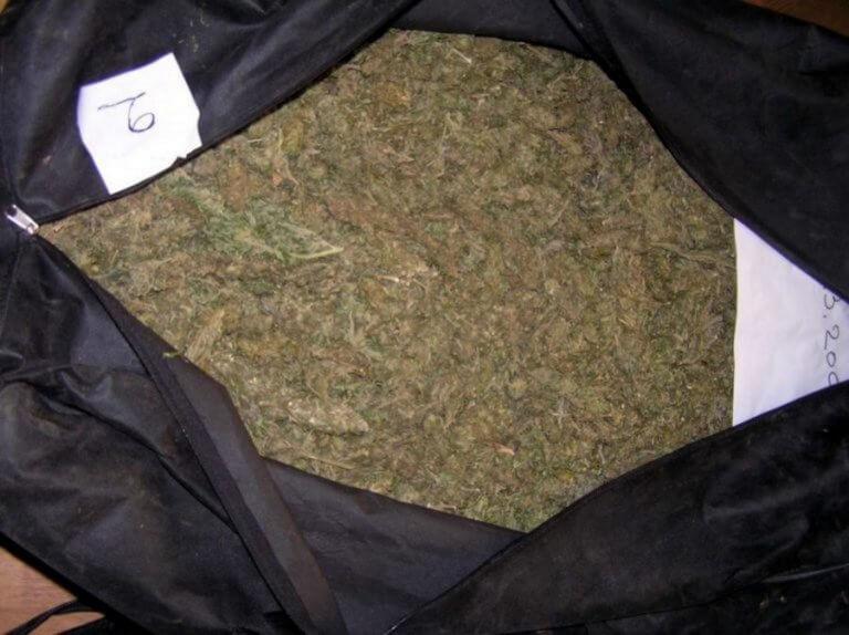Κρήτη: Έκρυβαν 7,5 κιλά χασίς στο χωράφι