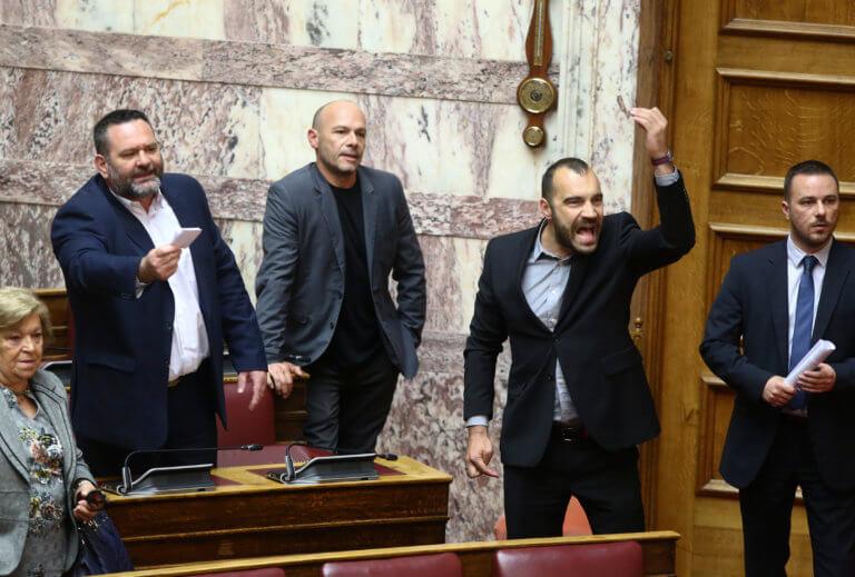 """""""Χαμός"""" ξανά στην Βουλή με την Χρυσή Αυγή! video"""