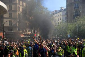 """Τέλος στα """"κίτρινα γιλέκα"""" ζητούν έξι στους δέκα Γάλλους"""