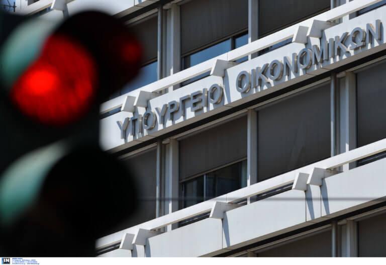 ΥΠΟΙΚ: Ο Ρέγκλινγκ δεν έθεσε θέμα μείωσης αφορολόγητου στον Σταϊκούρα