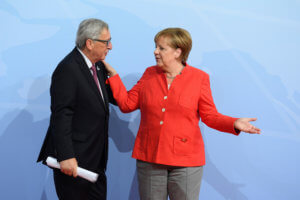 """Γιούνκερ αποθεώνει Μέρκελ! """"Να αναλάβει ρόλο σε ευρωπαϊκό επίπεδο"""""""