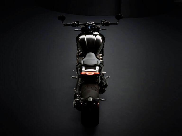 Αυτή είναι η μοτοσικλέτα με τον μεγαλύτερο κινητήρα στον κόσμο! [vid]