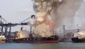 Ταϊλάνδη: Πάνω από 130 άτομα στο νοσοκομείο από φωτιά σε πλοίο [video]