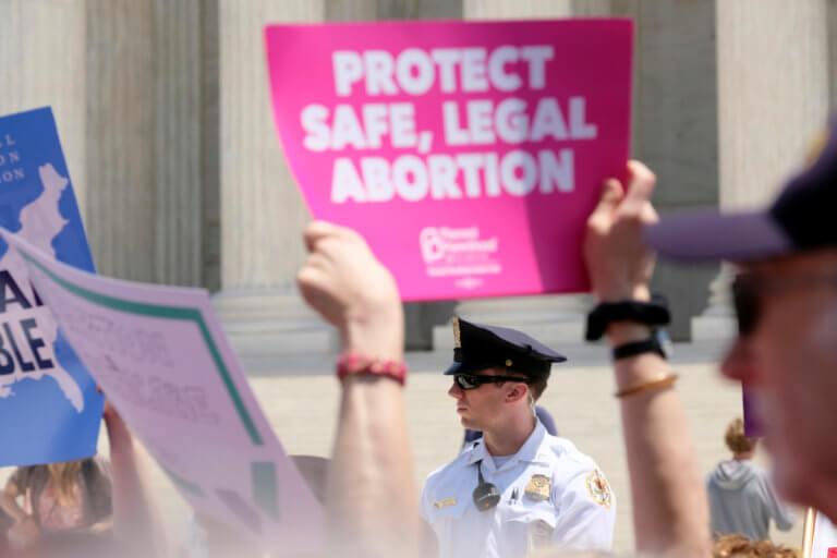 Νέος «εμφύλιος» στις ΗΠΑ για την άμβλωση – Χάσμα ανάμεσα στις Πολιτείες