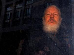 """Ασάνζ: """"Πολύ άρρωστος"""" ο ιδρυτής των WikiLeaks – Αναβλήθηκε η ακρόαση μέσω βιντεοκλήσης! Video"""
