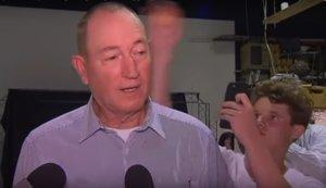 Αυστραλία: Ο έφηβος που έριξε αβγό σε ακροδεξιό πολιτικό στηρίζει τα θύματα του Κράιστσερτς!