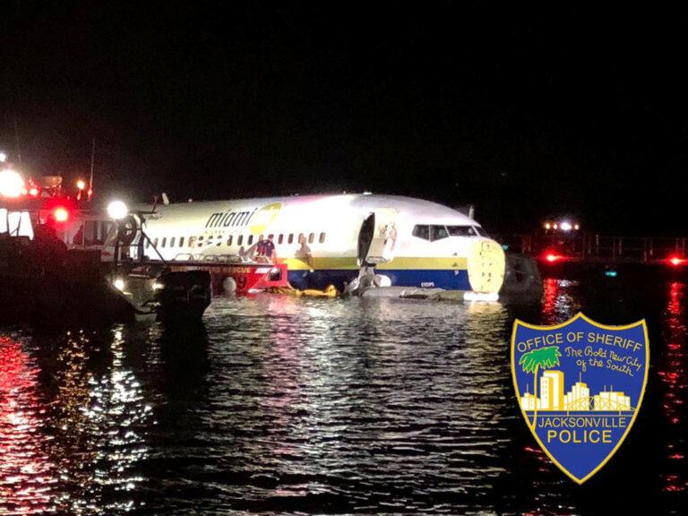 Τρόμος για 136 επιβάτες ενός Boeing 737! Ξέφυγε από τον διάδρομο προσγείωσης και κατέληξε στο ποτάμι!