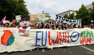 Γερμανία: Χιλιάδες νέοι στους δρόμους για το κλίμα!