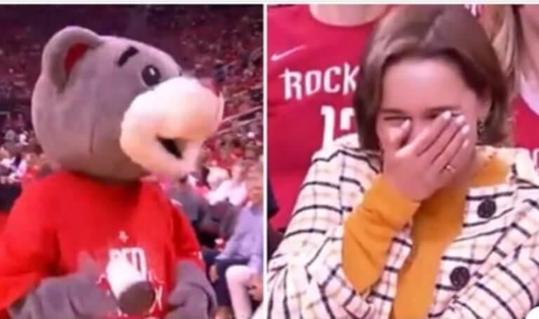 Bend the knee! Η μασκότ των Ρόκετς συνάντησε την «Καλίσι» και… τρελάθηκε! video
